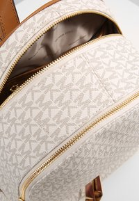 MICHAEL Michael Kors - RHEA ZIP BACK PACK - Plecak - vanilla - 4