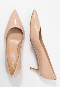 MICHAEL Michael Kors - SARA FLEX KITTEN  - Classic heels - light blush - 2