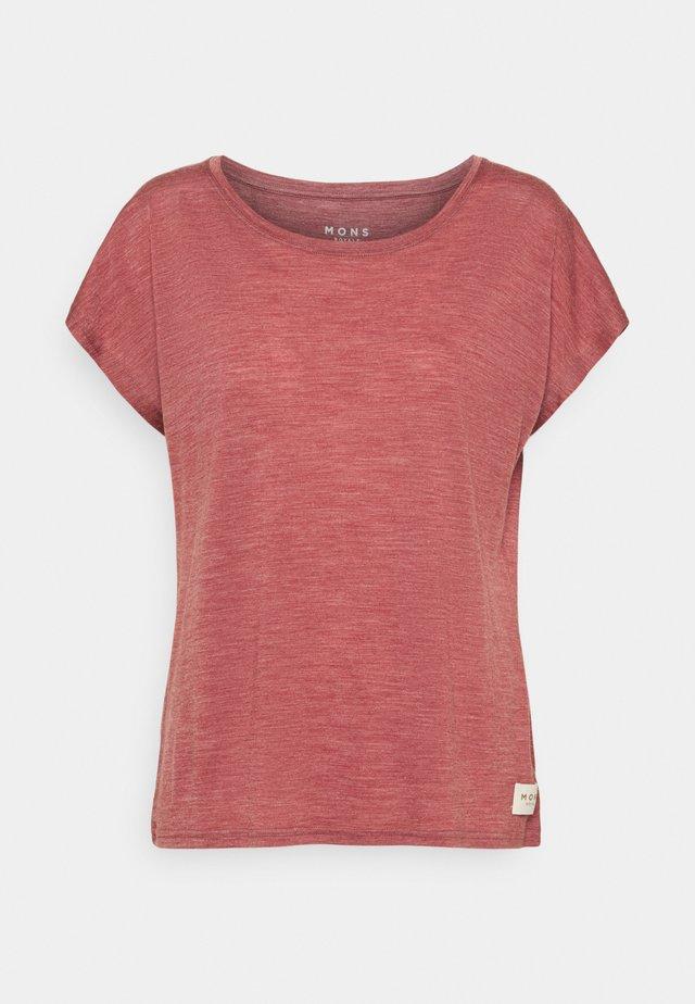 ESTELLE CAP TEE - T-shirt med print - terracotta