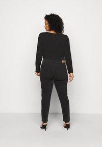 ONLY Carmakoma - CARMILY - Jeansy Straight Leg - black - 2