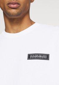 Napapijri The Tribe - PATCH UNISEX - Print T-shirt - bright white - 6