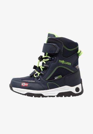 KIDS LOFOTEN WINTER BOOTS XT - Winter boots - navy/viper green