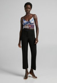 Bershka - Spodnie materiałowe - black - 1