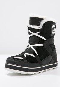 Sorel - GLACY EXPLORER SHORTIE - Winter boots - black - 2