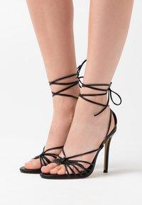 Missguided - KNOTTED STRAPPY STILETTO - Sandaler med høye hæler - black - 0