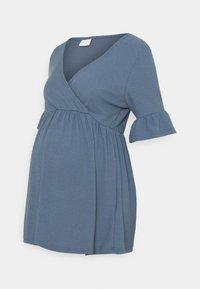 MAMALICIOUS - NURSING - Camiseta estampada - china blue - 0