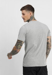 Nike Sportswear - Camiseta estampada - grey heather - 2