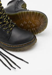 Dr. Martens - 1460 COLLAR REPUBLIC WP UNISEX - Veterboots - black - 5