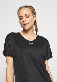 Nike Performance - CITY SLEEK - Basic T-shirt - black/white - 3