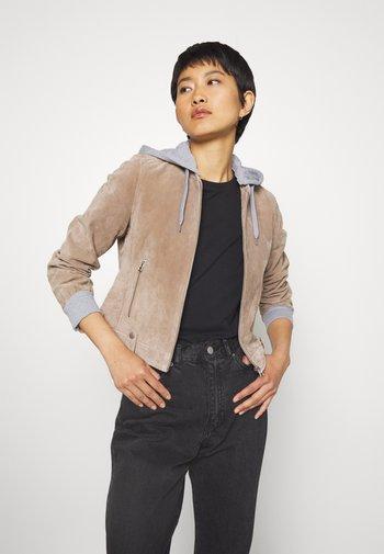 TWILA - Leather jacket - wood