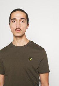 Lyle & Scott - PLAIN - T-shirt - bas - olive - 3