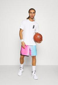Nike Performance - NBA MIAMI HEAT CITY EDITION SWINGMAN - Sports shorts - laser fuchsia/blue gale/black - 1