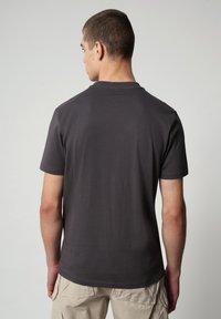 Napapijri - SALYA - Print T-shirt - dark grey solid - 2