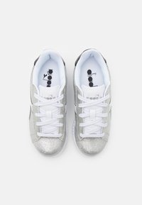 Diadora - GAME STEP GLITTER UNISEX - Sports shoes - silver metalized - 3
