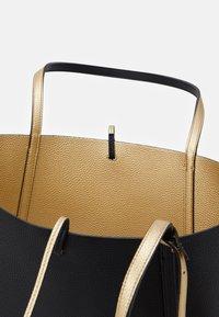 Armani Exchange - PEBBLE REVERSIBLE TOTE - Shopping bag - nero - 2