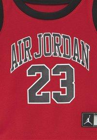 Jordan - MUSCLE SET - Sports shorts - black - 4