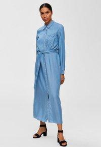 Selected Femme - Vestito lungo - light blue - 1