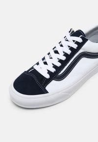 Vans - STYLE 36 UNISEX - Trainers - dress blues/true white - 6
