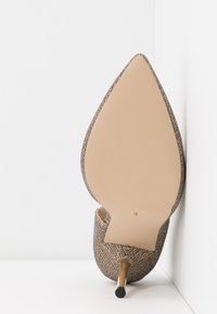 Dorothy Perkins - DESSIE PIN COURT - Szpilki - gold - 6