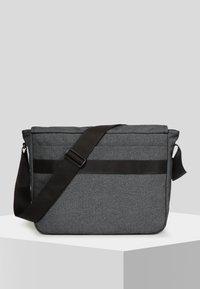 Eastpak - CORE COLORS/AUTHENTIC - Across body bag - mottled dark grey - 2