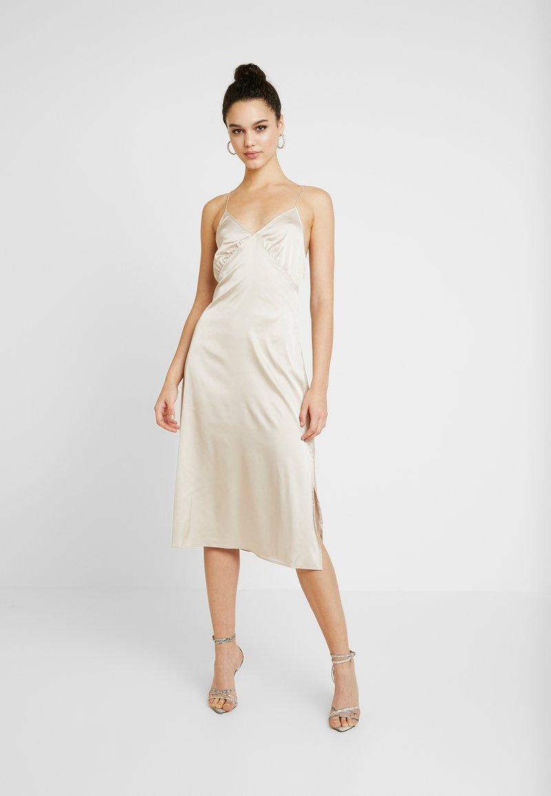 NA-KD - SLIP SLIT DRESS - Denní šaty - light beige