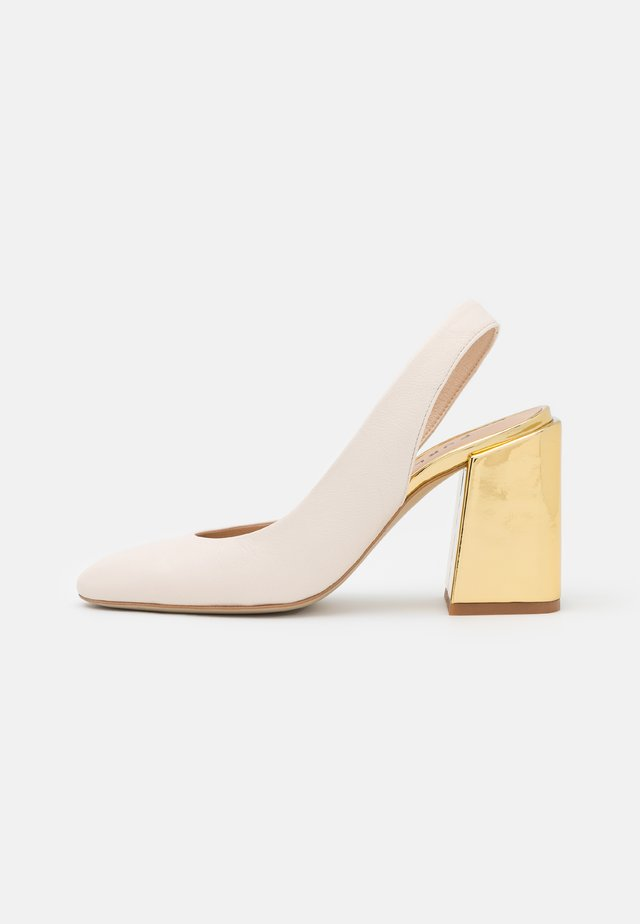 BLOCK SLING BACK - Tacones - pergamena/oro light