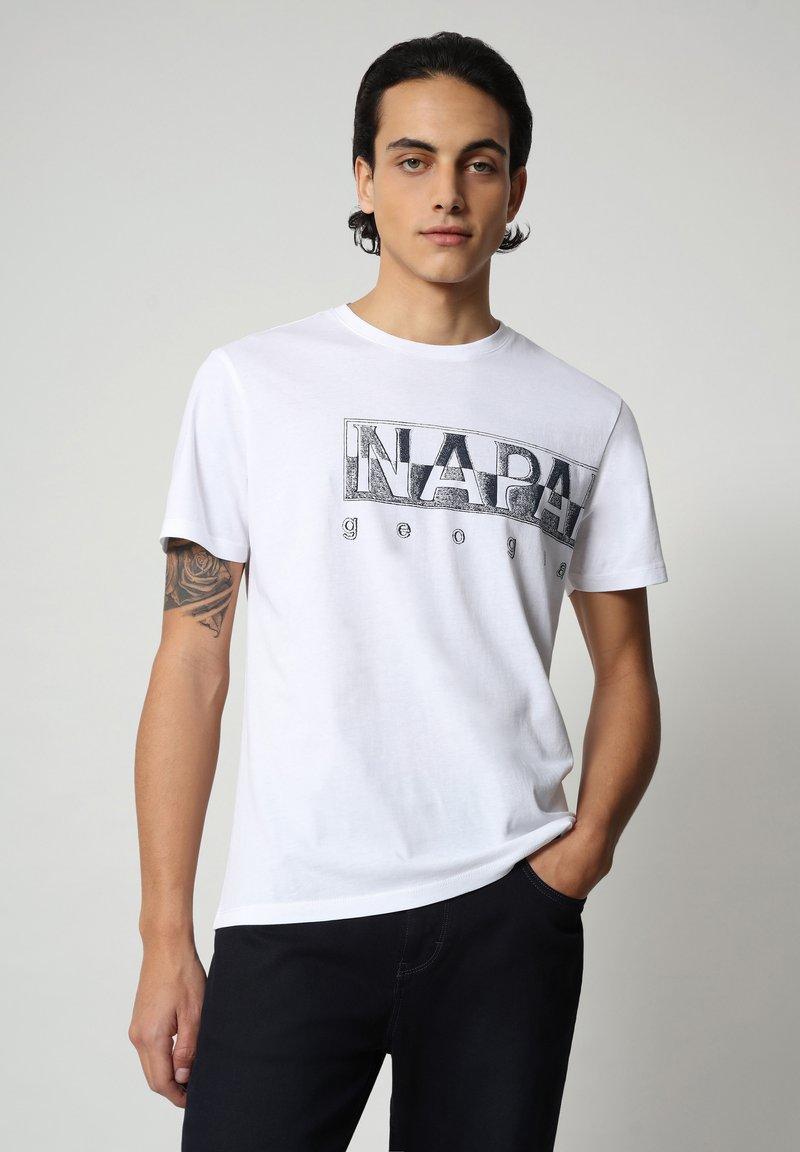 Napapijri - SALLAR LOGO - T-shirt med print - bright white