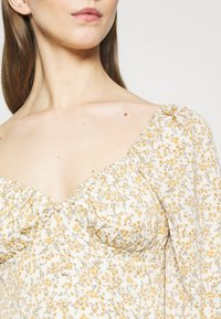 Missguided - FLORAL BUTTON THROUGH SWING DRESS - Kjole - cream - 5