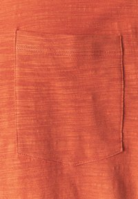 Jack & Jones - JPRBLABEACH TEE SOLID - Print T-shirt - mecca orange - 2