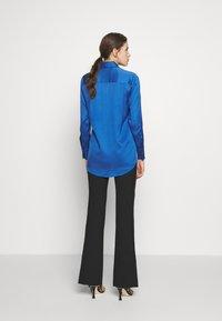 Victoria Victoria Beckham - SPLIT SLEEVE - Košile - mid blue - 2