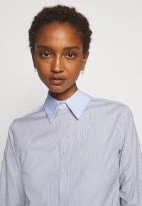 Victoria Victoria Beckham - PATCHWORK FLOUNCE HEM SHIRT DRESS - Shirt dress - navy/white - 3