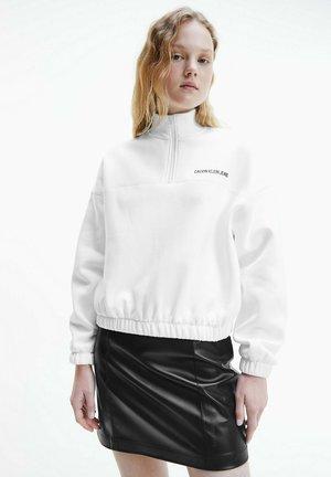 VERTICAL INSTITUTIONAL HALF ZIP - Sweatshirt - bright white