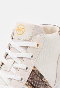 MICHAEL Michael Kors - CHAPMAN MID - Sneakers hoog - cream - 4
