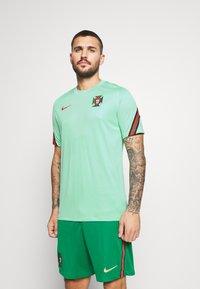 Nike Performance - PORTUGAL - Klubtrøjer - mint/sport red - 0
