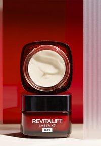L'Oréal Paris Skin - REVITALIFT LASER X3 TAG 50ML - Face cream - - - 2