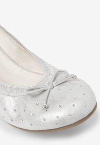 Next - PINK STUDDED FLEXI BALLET SHOES (OLDER) - Bailarinas - silver - 4