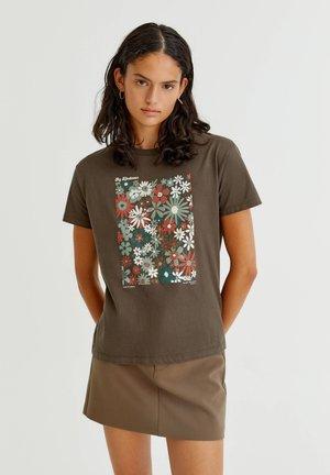 MIT MARGERITENMOTIV - T-shirt med print - brown
