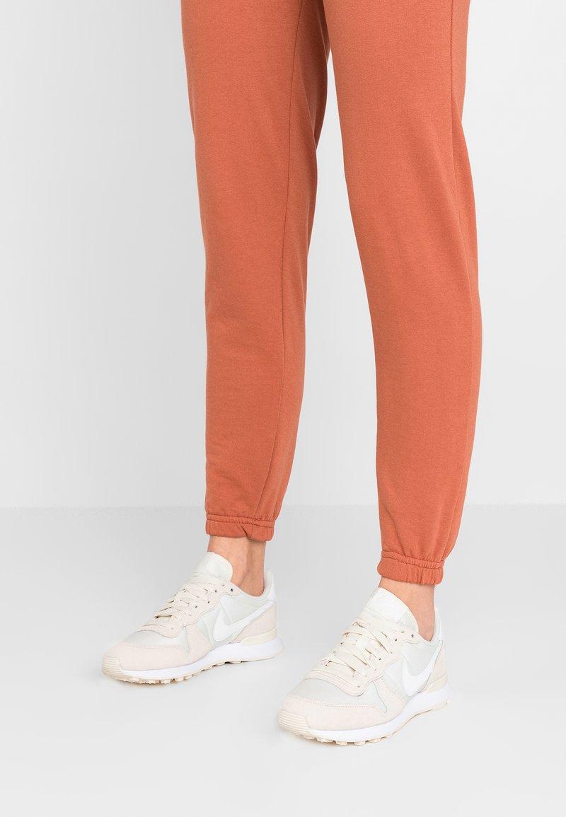 Nike Sportswear - INTERNATIONALIST - Trainers - pale ivory/summit white/white