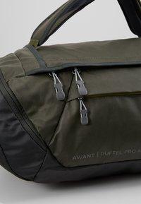 Deuter - AVIANT DUFFEL PRO 40 - Holdall - khaki/ivy - 12