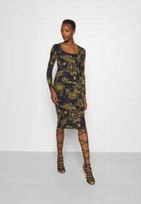 Versace Jeans Couture - Vestido ligero - black/gold - 0