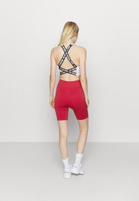 NU-IN - HIGH WAIST COMPRESSION SHORTS - Leggings - red - 2