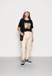 Even&Odd - T-shirt z nadrukiem - black - 1