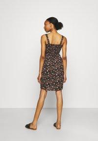 MAMALICIOUS - MLLILOZ SHORT DRESS - Jersey dress - black/red - 2