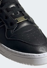 adidas Originals - RIVALRY LOW SHOES - Sneakers laag - black - 8