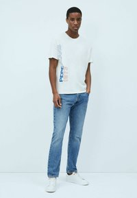 Pepe Jeans - DOUGLAS - Print T-shirt - blanco off - 1