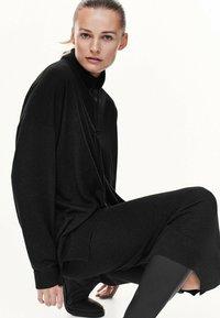 Massimo Dutti - MIT KAPUZENKRAGEN - Sweatshirt - dark grey - 1
