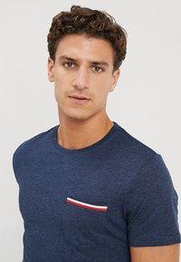 Pier One - T-shirt basic - mottled dark blue - 4