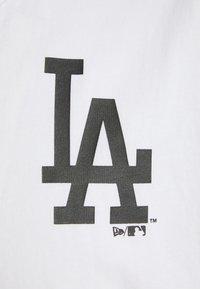New Era - LOS ANGELES DODGERS MLB DIP DYE SLEEVELESS - Club wear - white - 2
