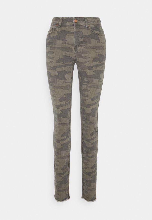 ONLBLUSH LIFE CAMO - Jeans Skinny Fit - deep lichen green/grape lea