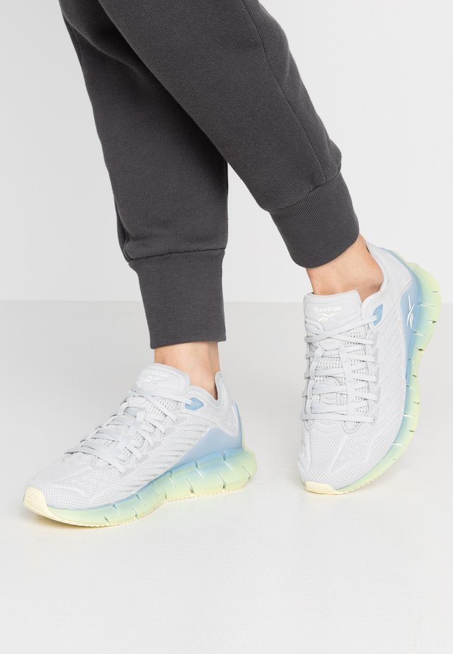 ZIG KINETICA - Trainers - lemon glow/fluid blue/white